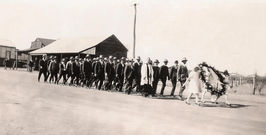 Anzac Day march to the unveiling of the Carnamah War Memorial in 1929